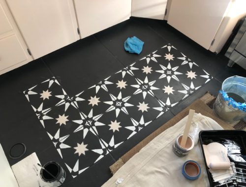 Painting a tiled kitchen floor - doorsixteen.com
